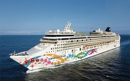 Where is Norwegian Cruise Line's Norwegian Pearl docked?